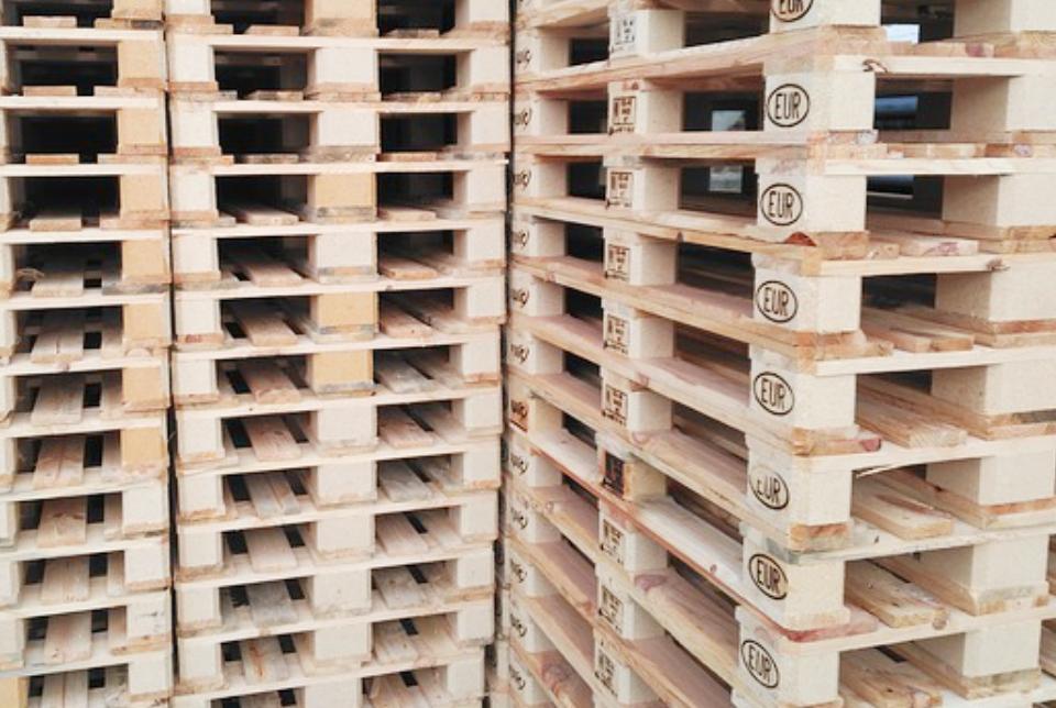 reciclare paleti lemn